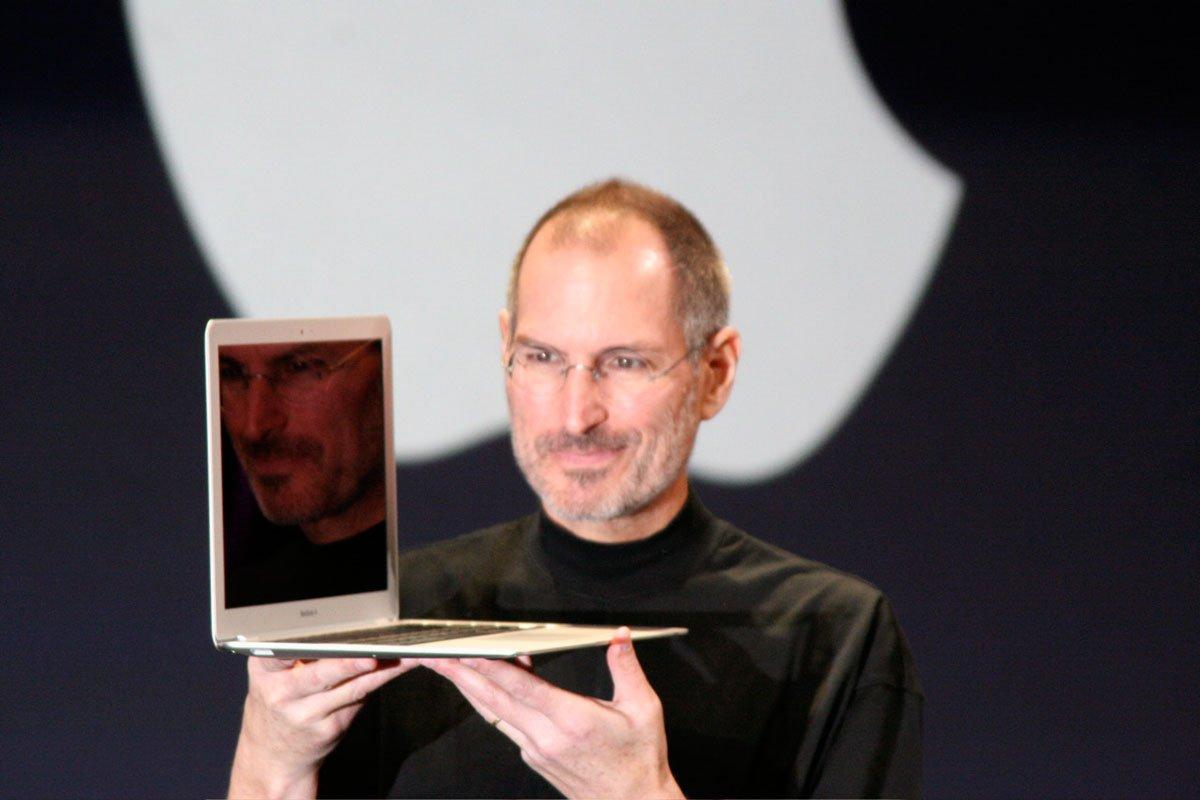 Steve-Jobs-MacBook-Air