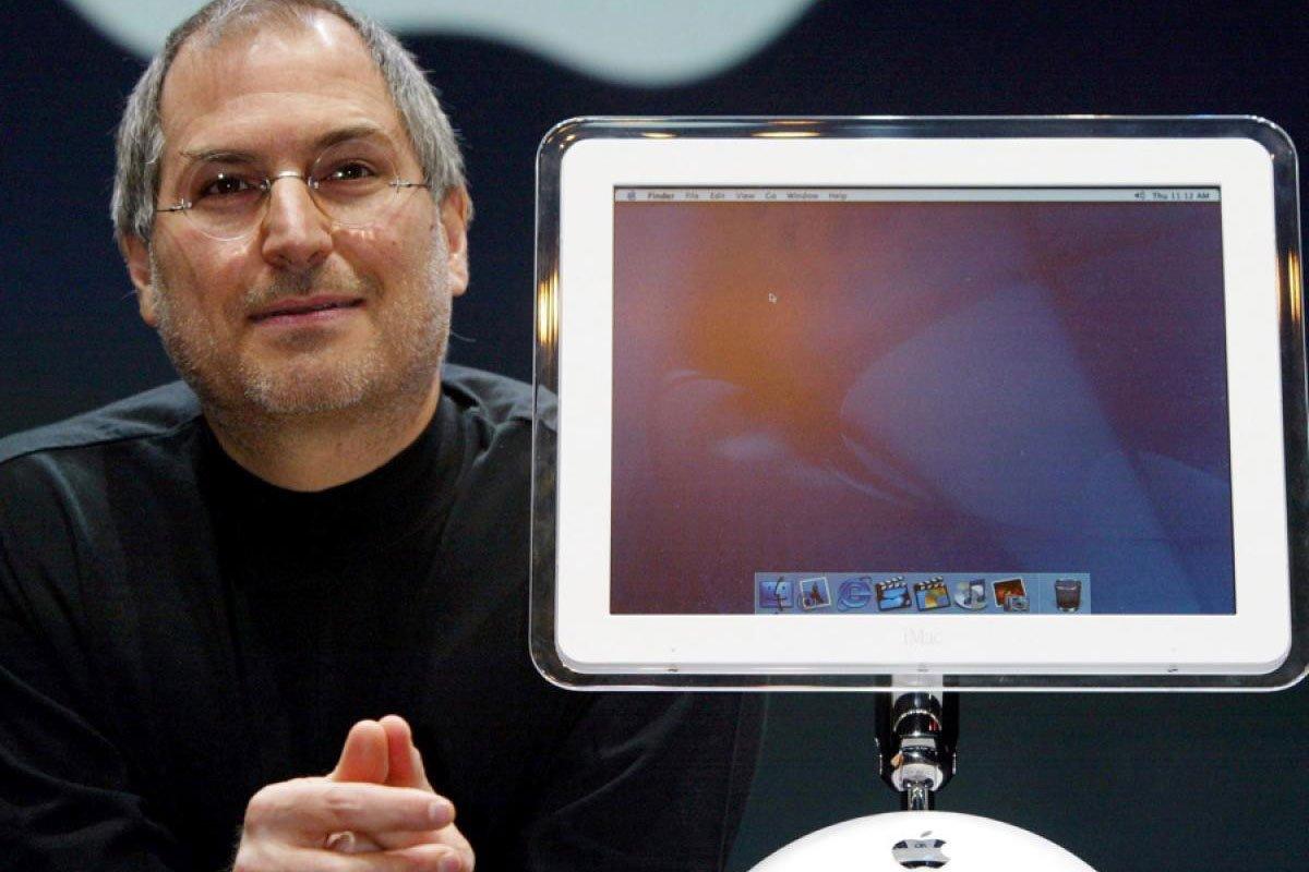 Steve-Jobs-iMac-2002