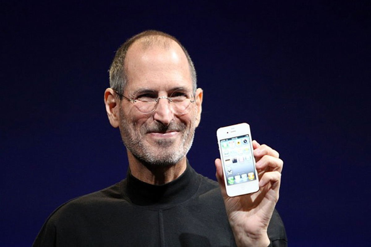 Steve-Jobs-iPhone-4