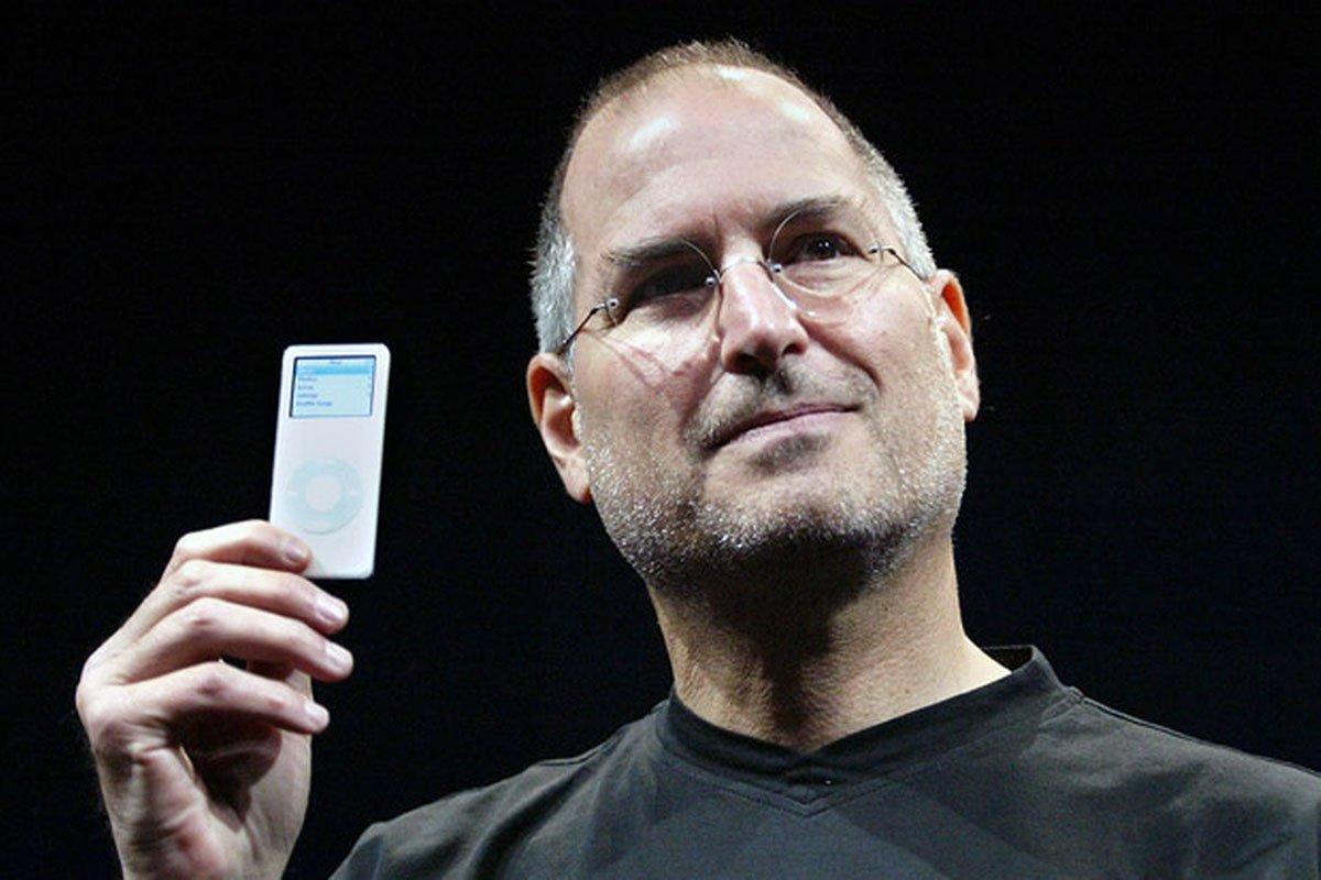 Steve-Jobs-iPod-Nano-2005