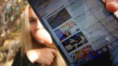 Apple licenzia l'ingegnere che ha lavorato all'iPhone X dopo che il video di sua figlia è diventato virale